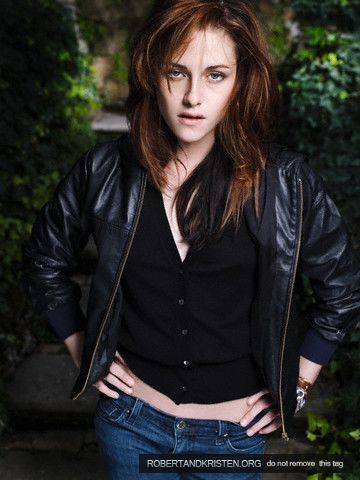kristen stewart and robert pattinson new moon photoshoot. kristen stewart robert
